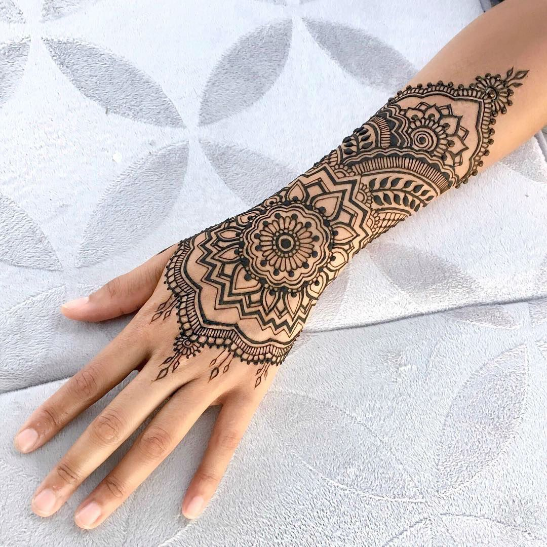 henna tattoo 39 s and festival glitter at the summer ball windward day serviceswindward day. Black Bedroom Furniture Sets. Home Design Ideas